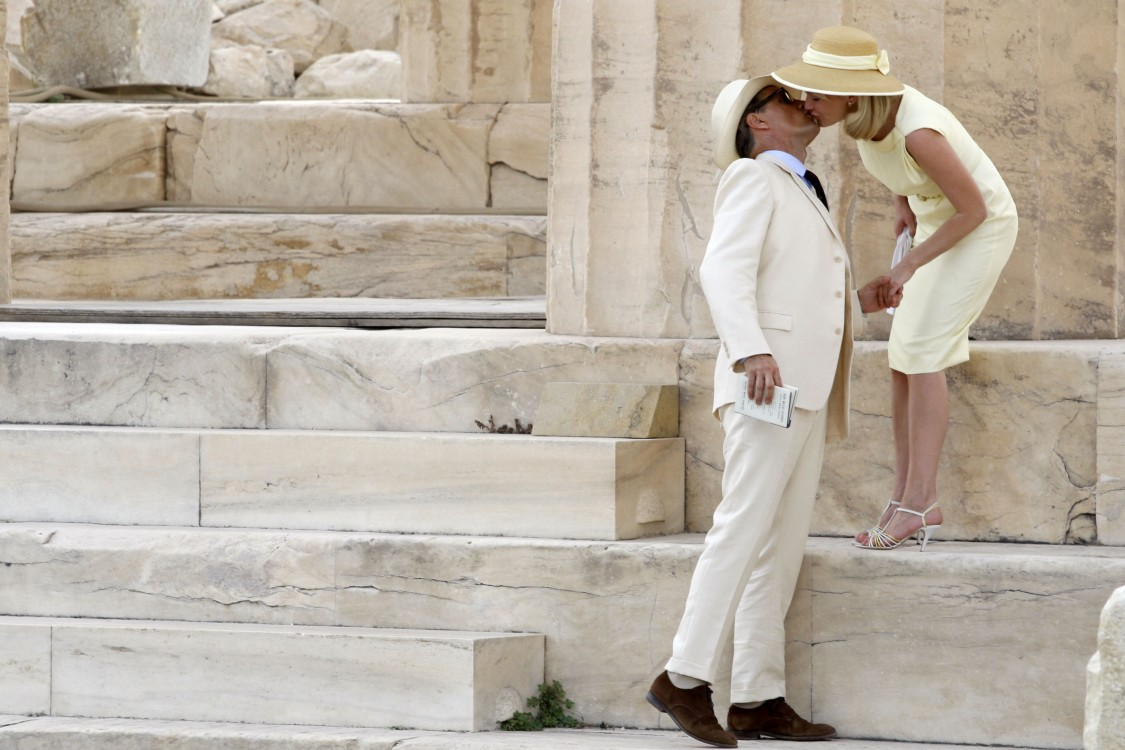 10-15-12-Actors-VIGGO-MORTENSEN-and-KIRSTEN-DUNST-during-the-filming-of-the-movieThe-Two-Faces-of-January-inside-Parthenon-at-the-Acropolis.-1125x750